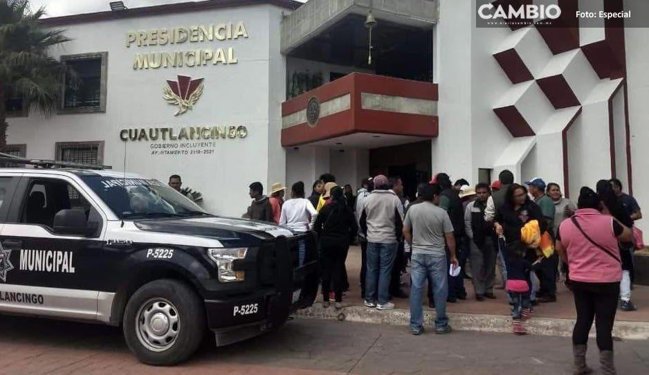 Protestan en la alcaldía de Cuautlancingo, exigen repetir elecciones en Juntas Auxiliares