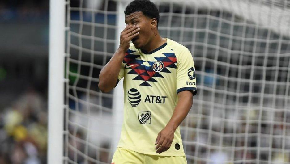 ¡Nueva baja en América! Roger Martínez deja México por demanda en Colombia