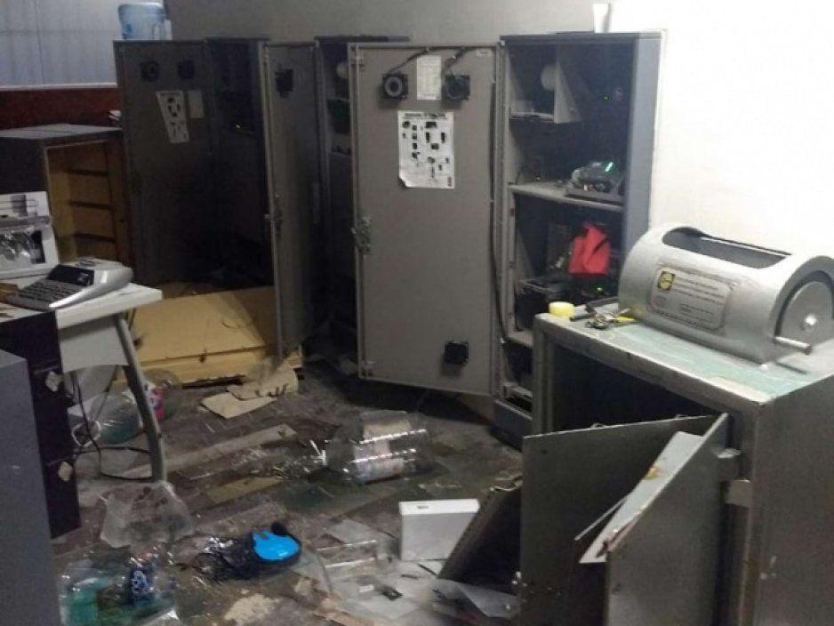 Roban más de 2 mdp en oficina de CFE y matan a 3 personas