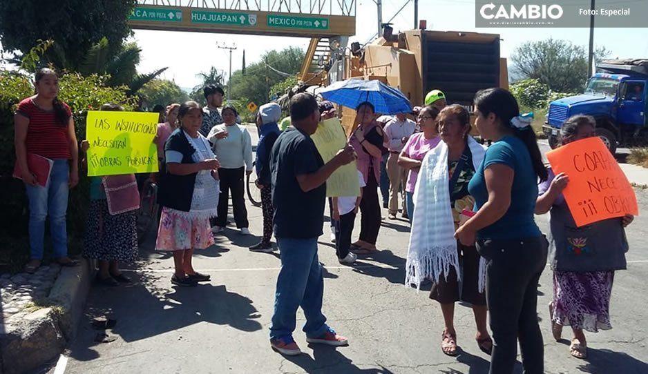 Habitantes de Coapan bloquean vialidades para exigir obra pública al Ayuntamiento de Tehuacán