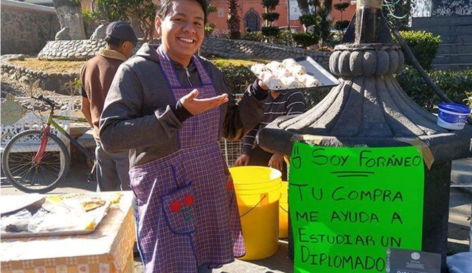 Joven vende gelatinas para viajar a CDMX y estudiar su diplomado