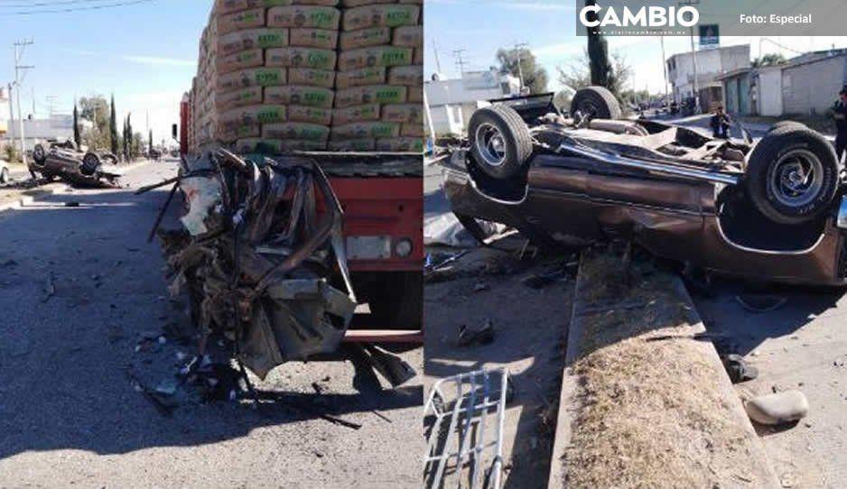 Delincuentes mueren en accidente tras enfrentamiento con policías de Tecali