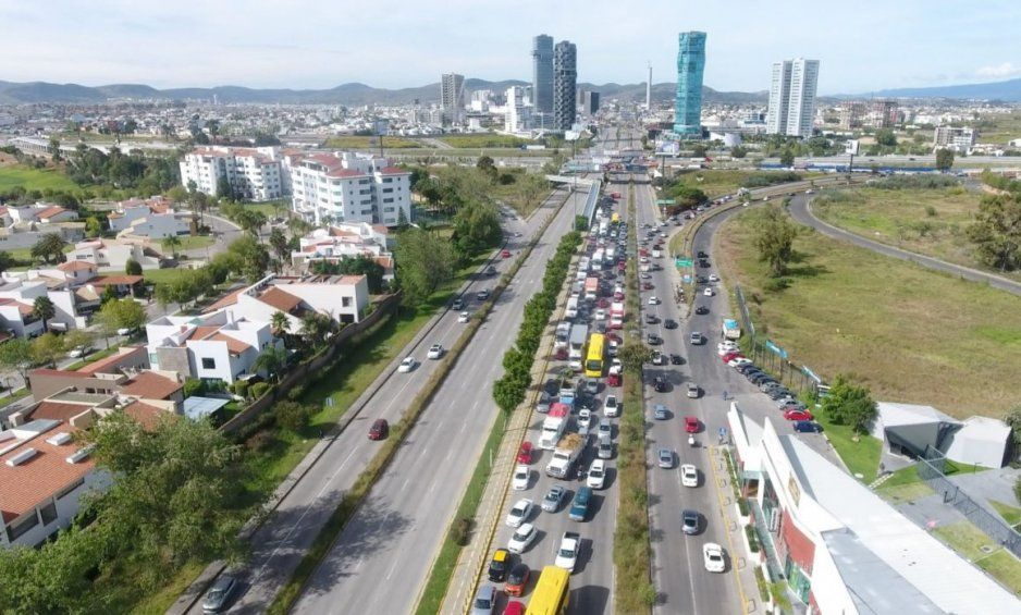 Protegidos de Karina Pérez burlan fotomultas; utilizan carreteras como pistas de carreras