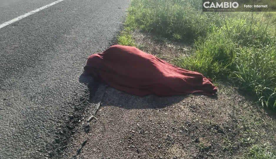 Asaltantes golpean a trailero hasta dejarlo inconsciente y lo dejan encobijado en la carretera Siglo XXI