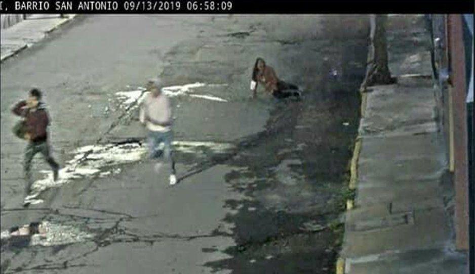 Golpean y asaltan a mujer que caminaba sola en el Barrio de San Antonio (FOTOS)