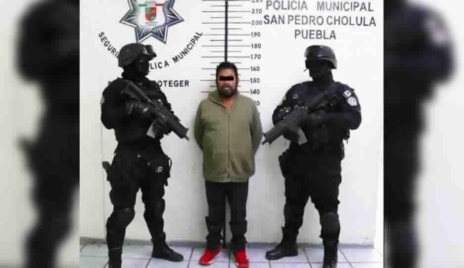 Policía de San Pedro Cholula detiene a hombre en auto robado