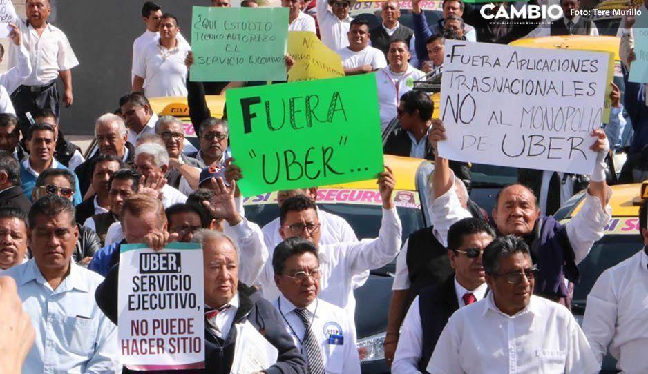 Taxistas enardecidos exigen la expulsión de Uber en Puebla