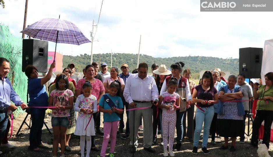 Mario de la Rosa entrega obra de alcantarillado  sanitario en la localidad de San Martín, Amozoc