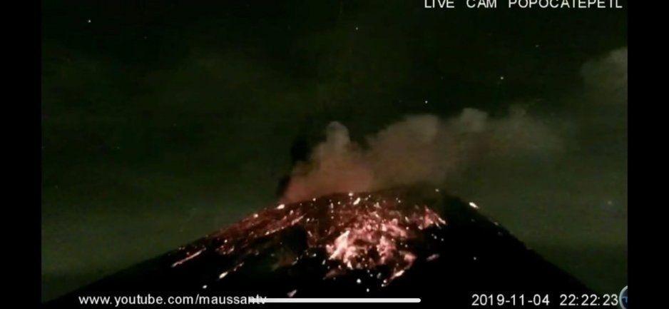 Ruge el Popocatépetl: van dos erupciones fuertes esta noche (VIDEO)