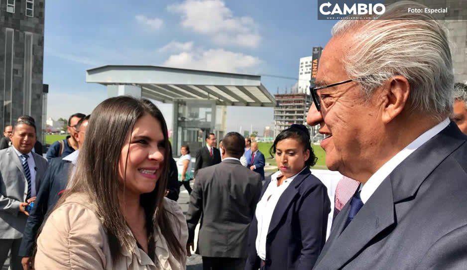 Norma Layón acompaña a gobernador interino en  acto de FGR