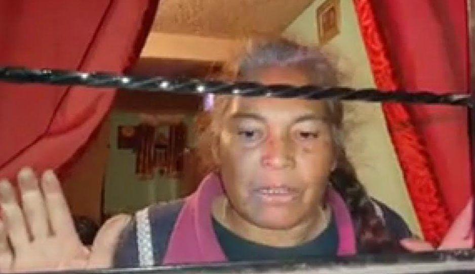 Familiares de su difunto esposo, la encierran y le quieren quitar su casa en Serdán