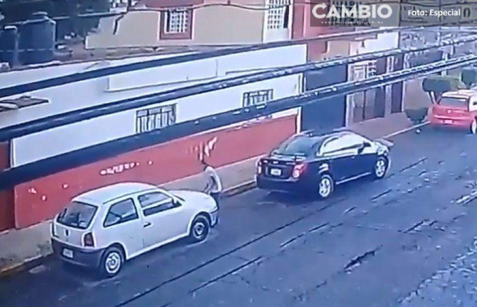 Sujetos roban baterías de coches en menos de 2 minutos en la colonia La Libertad (VIDEO)