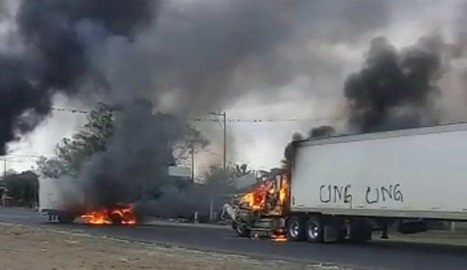 CJNG quema trailers en la Córdoba-Veracruz tras enfrentarse con militares (VIDEO)