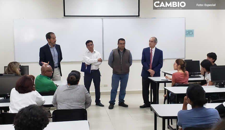 Esparza dialoga con universitarios de la Facultad de Ciencias Biológicas
