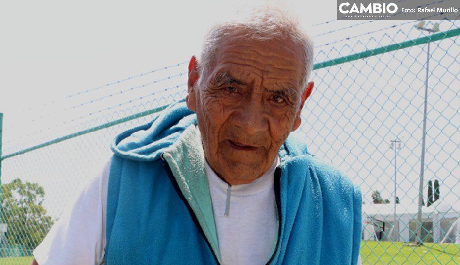 Agua de Puebla hizo esperar 5 meses a Don Felipe,  alumno octagenario de la BUAP, para su servicio social
