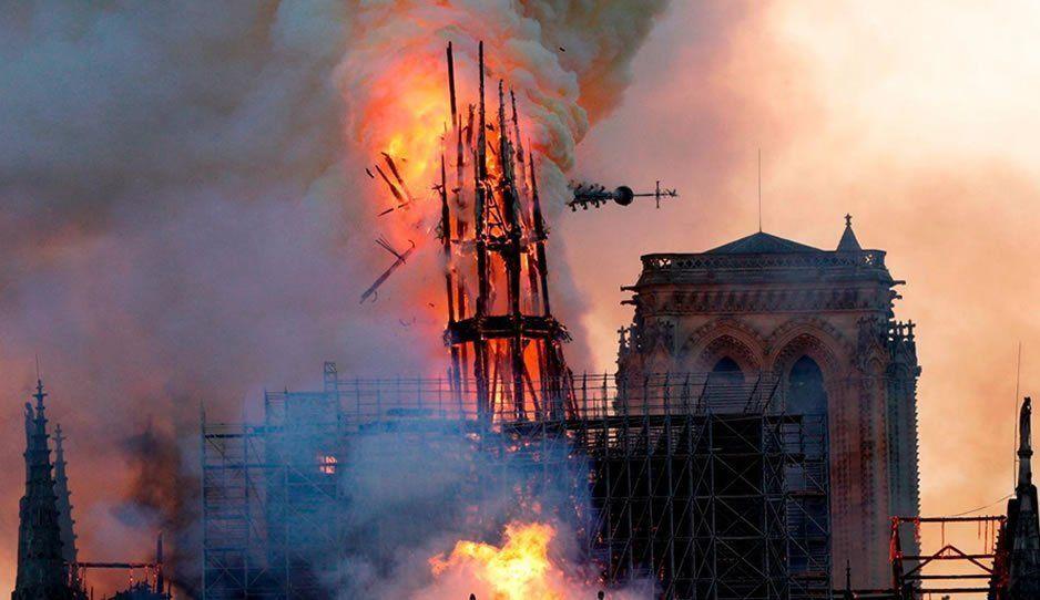 A través de Twitter se busca a la niña de la foto tomada antes del incendio de Notre Dame