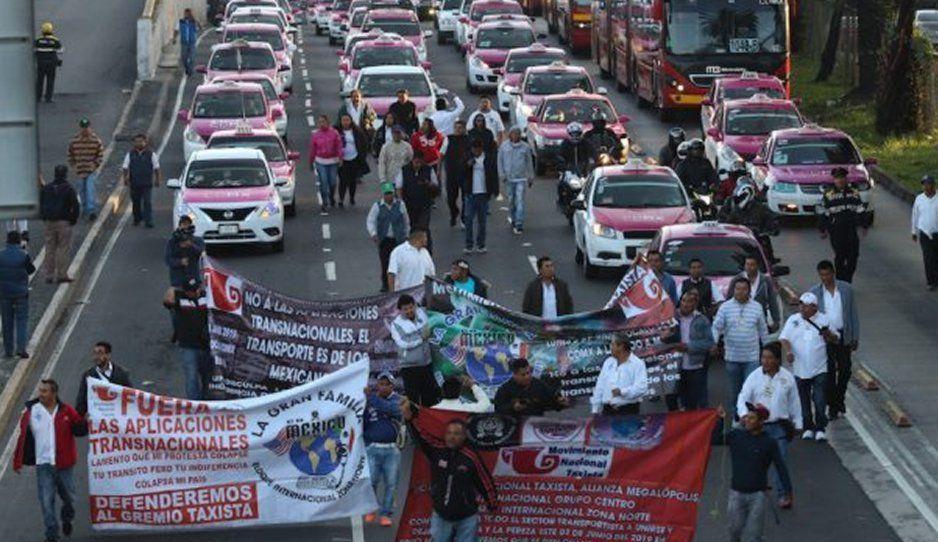 Taxistas de la CDMX hacen plantones por toda la ciudad exigiendo eliminar plataformas de Uber, DiDi y Cabify
