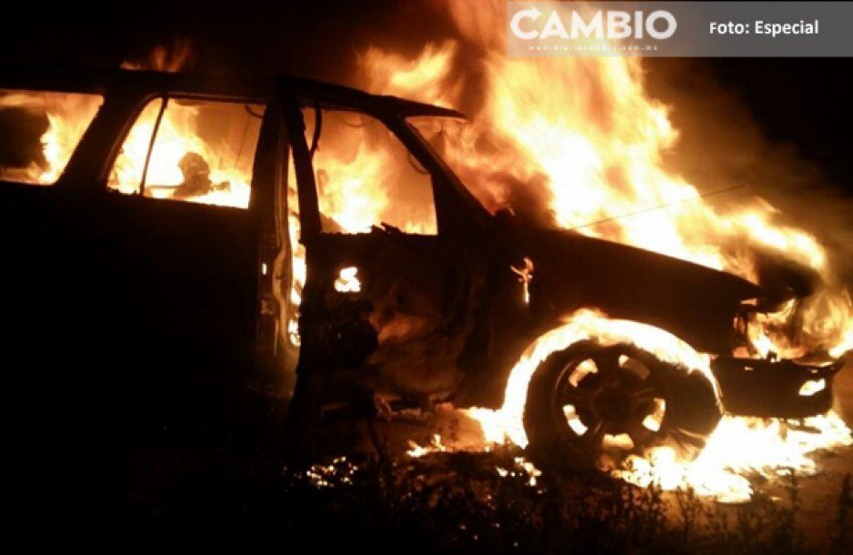 Riña entre bandas deja una camioneta calcinada en Ocoyucan
