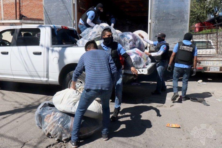 ¡Piratas! Decomisan 15 toneladas de ropa que ingresó al país de manera ilegal en el Tianguis de San Isidro