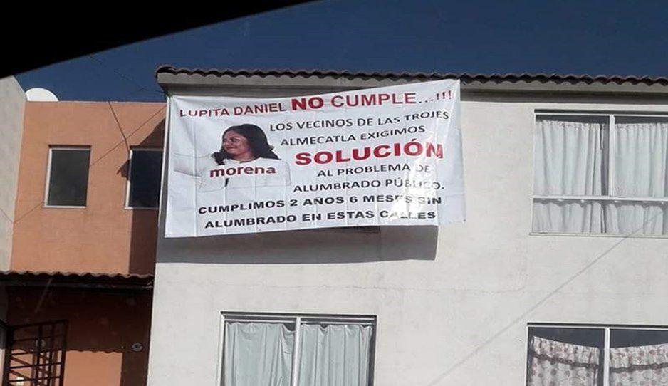 Vecinos de Cuautlancingo colocan mantas vs la alcaldesa Guadalupe Hernández Daniel