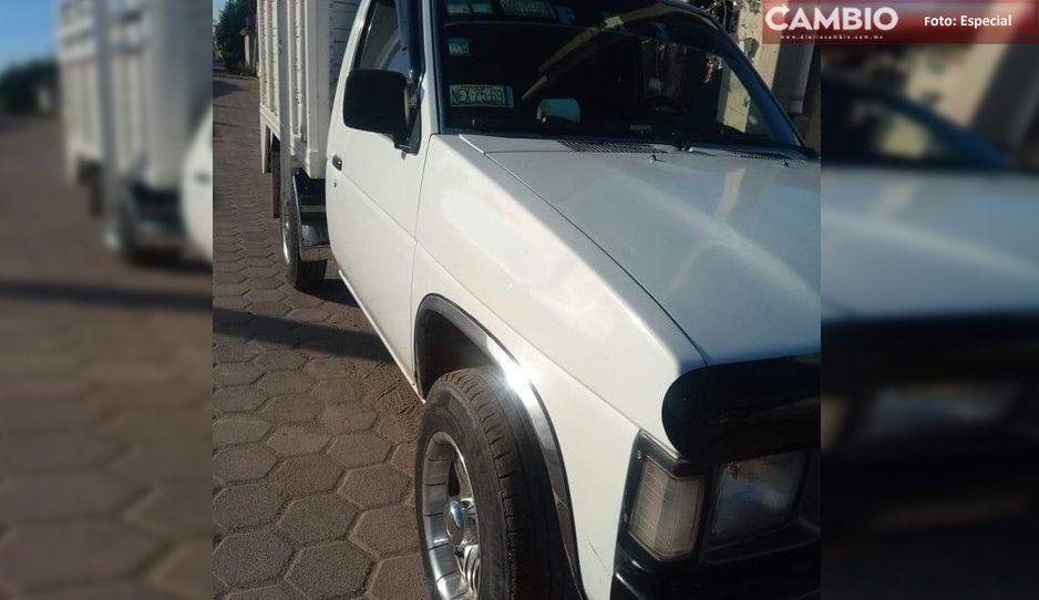 Con lujo de violencia sujetos despojan a conductor de su camioneta en Tecamachalco