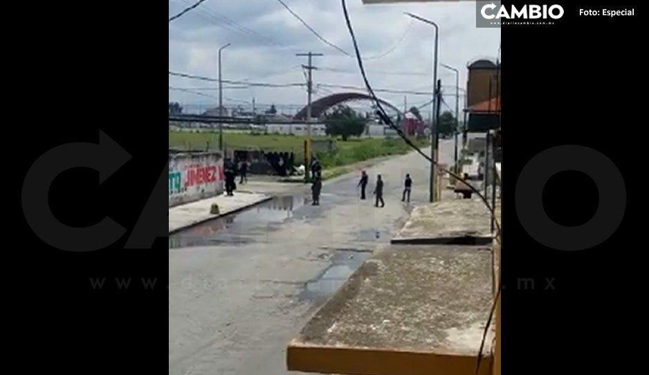Ay, Dios hay balazos, así los minutos de terror en Tepeaca tras enfrentamiento entre huachigaseros (VIDEO)