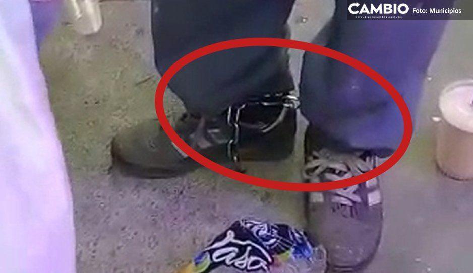 Como esclavo: ponen grilletes a indigente que deambula por Texmelucan (VIDEO)