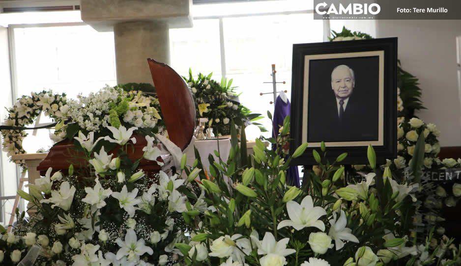 Despiden entre lágrimas y anécdotas al periodista y mentor Mauro González (FOTOS)