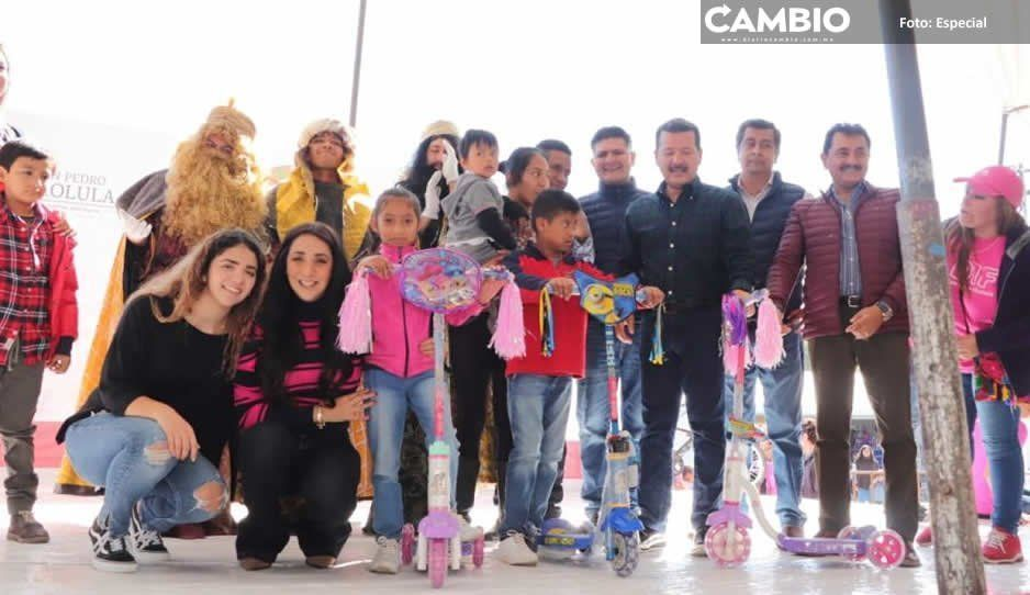 Luis Alberto Arriaga celebra Fiesta de Reyes con las niñas y los niños de San Pedro Cholula