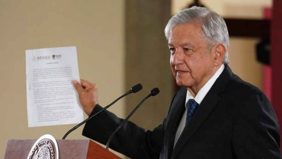Presidencia no encuentra documento de no reelección que firmó AMLO
