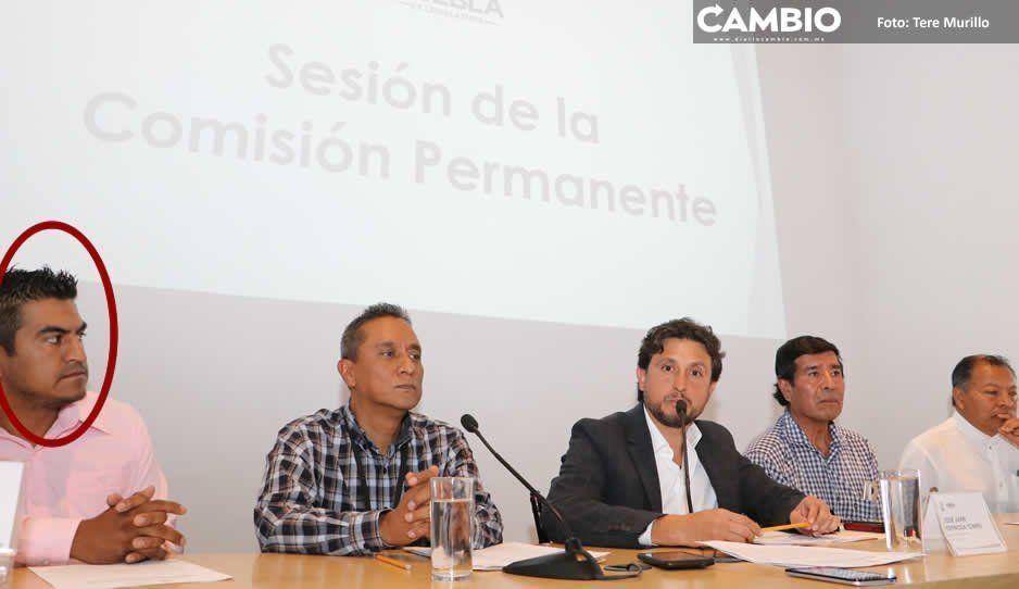 Ex reo encabezó protesta de pobladores del municipio de Amozoc ante Congreso