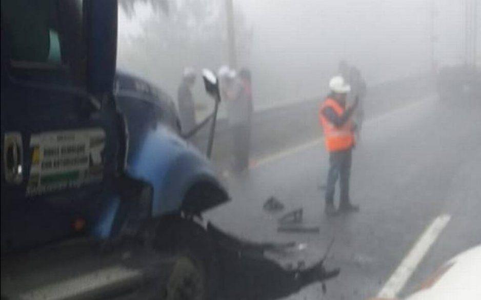 Carambola de vehículos en la Puebla - Orizaba deja varios lesionados