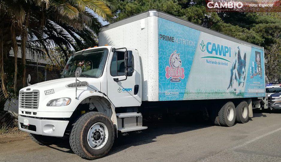 Policías recuperan camión robado en calles de Texmelucan