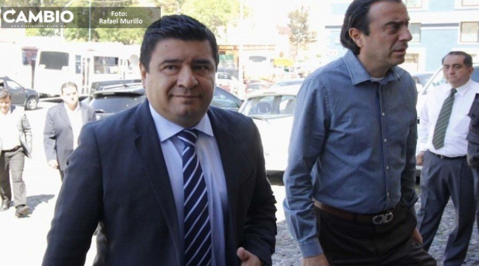 Ex edil de Huauchinango, Gabriel Alvarado, se tira al piso por denuncia en su contra