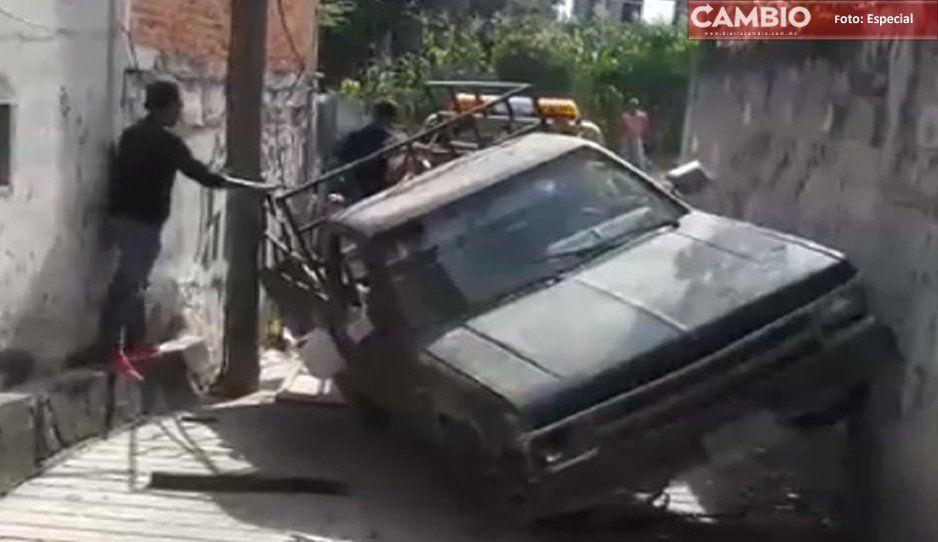 Persecución termina en volcadura; robaron tanques de gas y un borrego en Izúcar de Matamoros