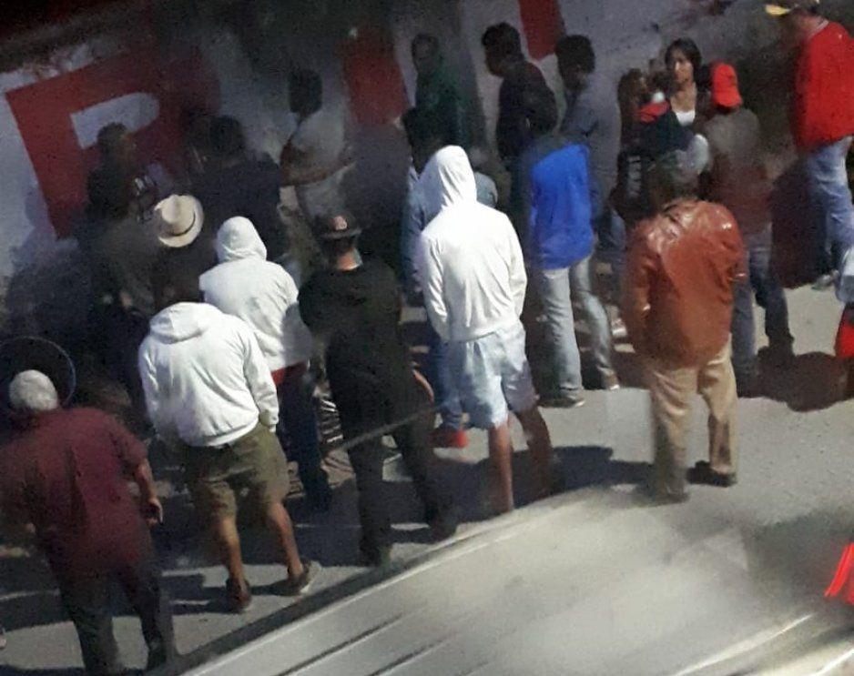 Vecinos intentan linchar a presunto ladrón en comunidad de Texmelucan