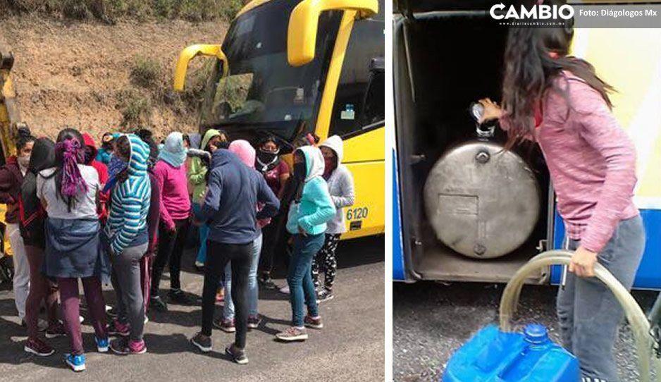 Normalistas encapuchadas secuestran autobuses en la Vía Atlixcáyotl y se roban el combustible (VIDEO)