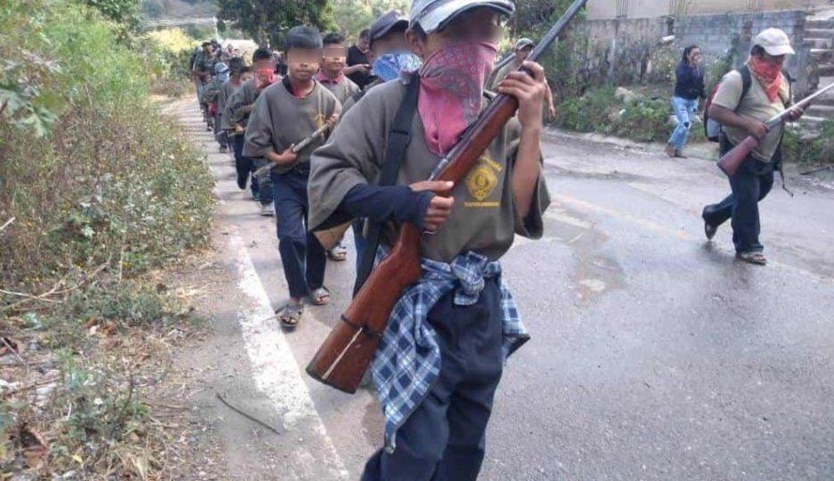 Indígenas en Guerrero arman a niños para combatir a criminales (FOTOS y VIDEO)
