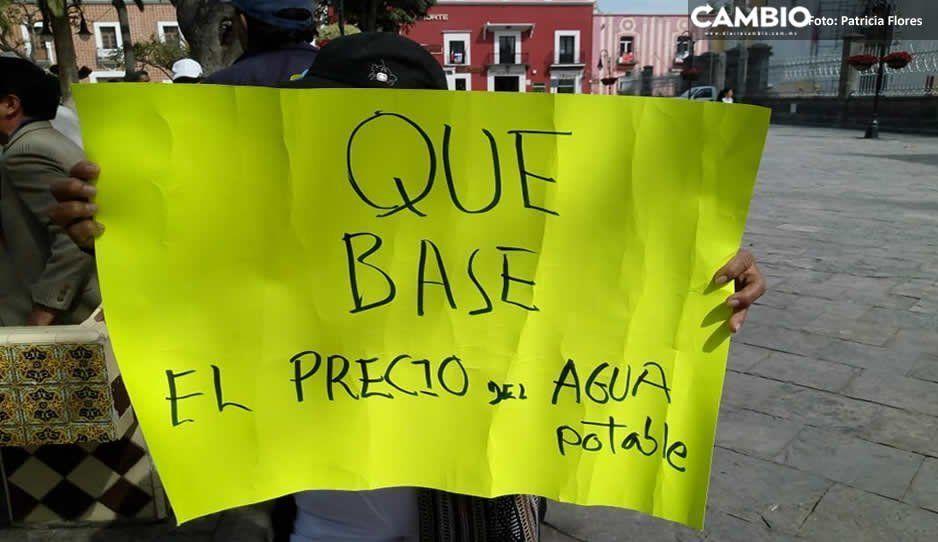 Manifestantes de Atlixco exigen tarifas justas en el servicio de agua potable y la destitución del director de deporte