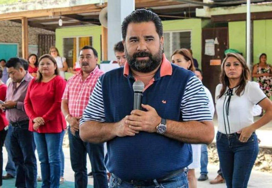 Búscate un buen macho que te compre un terreno: alcalde del PRI a mujer que le pidió ayuda (VIDEO)