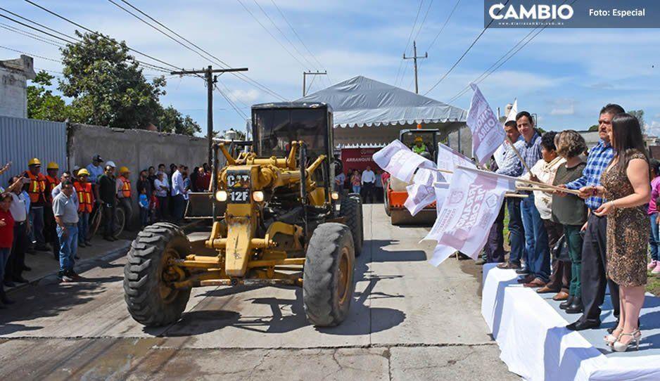 Norma Layón da inicio a pavimentación de calle Revolución en Moyotzingo