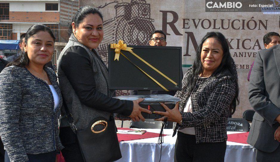 Alcaldesa Lupita Daniel entrega equipo de  cómputo para escuelas de Cuautlancingo