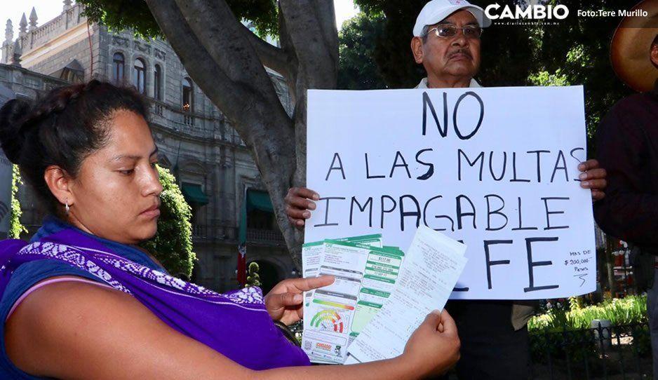 Pobladores de la zona de Cholula se manifiestan vs la CFE: les llega hasta de 4 mil pesos el recibo