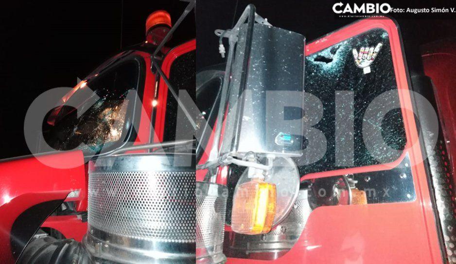 Pánico en Cuapiaxtla de Madero: tráiler robado que transportaba botellas vacías desata balacera