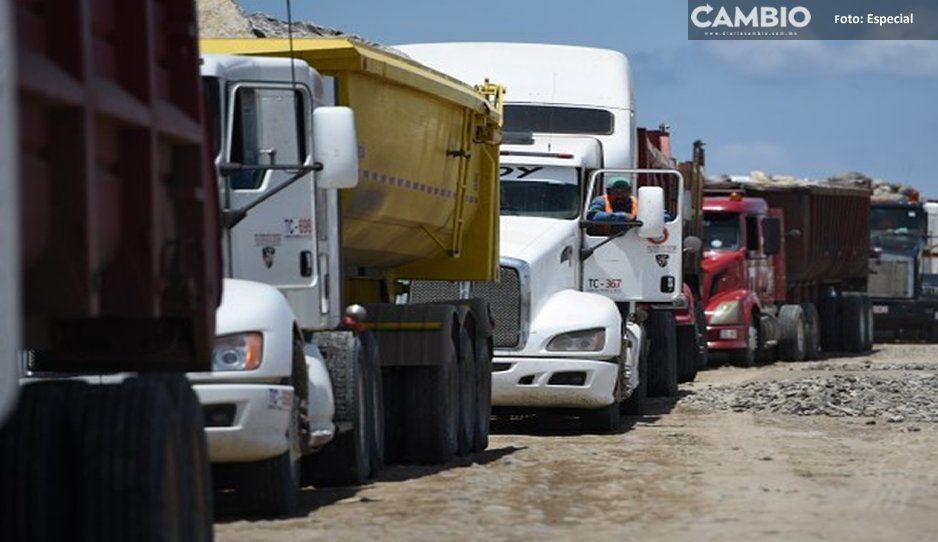 Por robos e inseguridad, comerciantes salen en caravana en la Carretera Tepexi