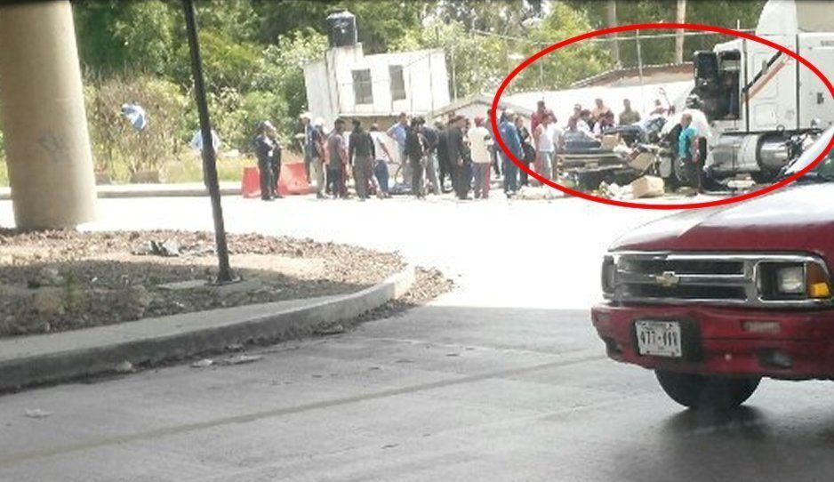Aparatoso choque entre tráiler y camioneta deja un muerto en Boulevard Valsequillo y Periférico