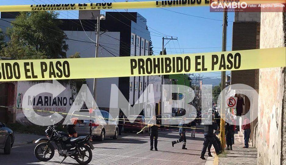 Aterroriza balacera en pleno centro de Tecamachalco; hay un hombre ejecutado (FOTOS)