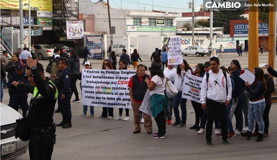Tras diálogo con la SEP, docentes del CENDI levantan bloqueo en la 11 Sur a la altura del Periférico (VIDEO)