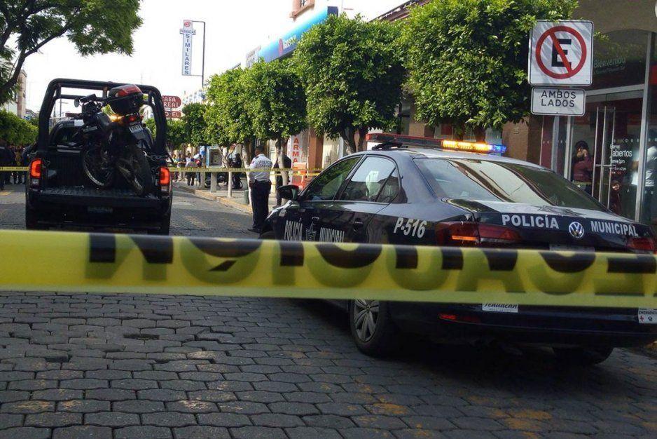 Policía Ministerial detiene a policías municipales de Tehuacán, por custodiar un camión con reporte de robo