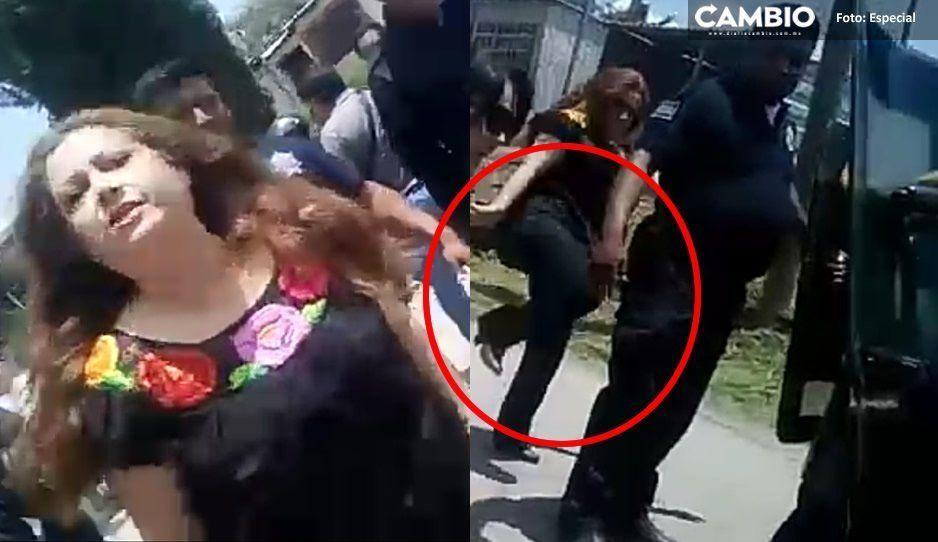 Ni la Roca patea así, Violeta Lagunes ataca a policía por la espalda y le grita méndigo mantenido (VIDEO)